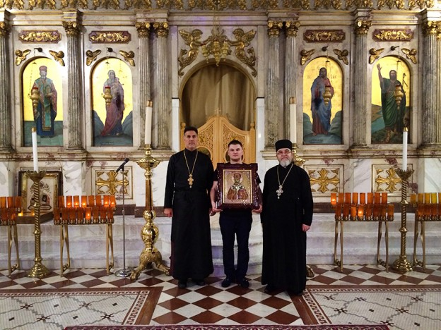 Настоятель нашего собора передал в дар Антиохийскому собору Бруклина образ святителя Рафаила