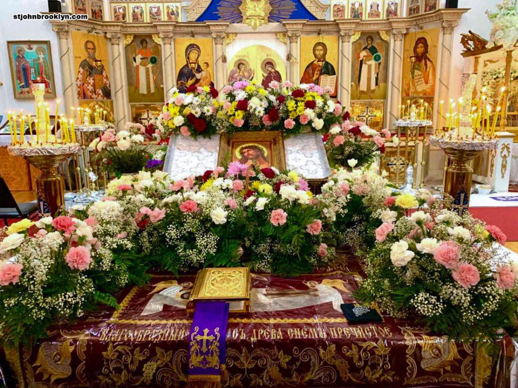 Богослужения Великой пятницы. Вынос и погребение Плащаницы