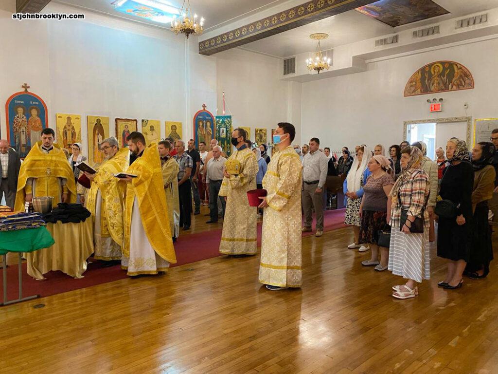 Русская церковь на Шипсхед-Бей благоукрасилась новыми облачениями и богослужебными книгами